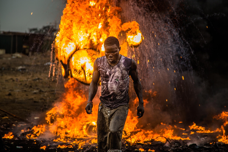Vítejte v Sodobě je drsným dokumentem o drsném místě... největším slumu a skládce nebezpečného odpadu v Africe